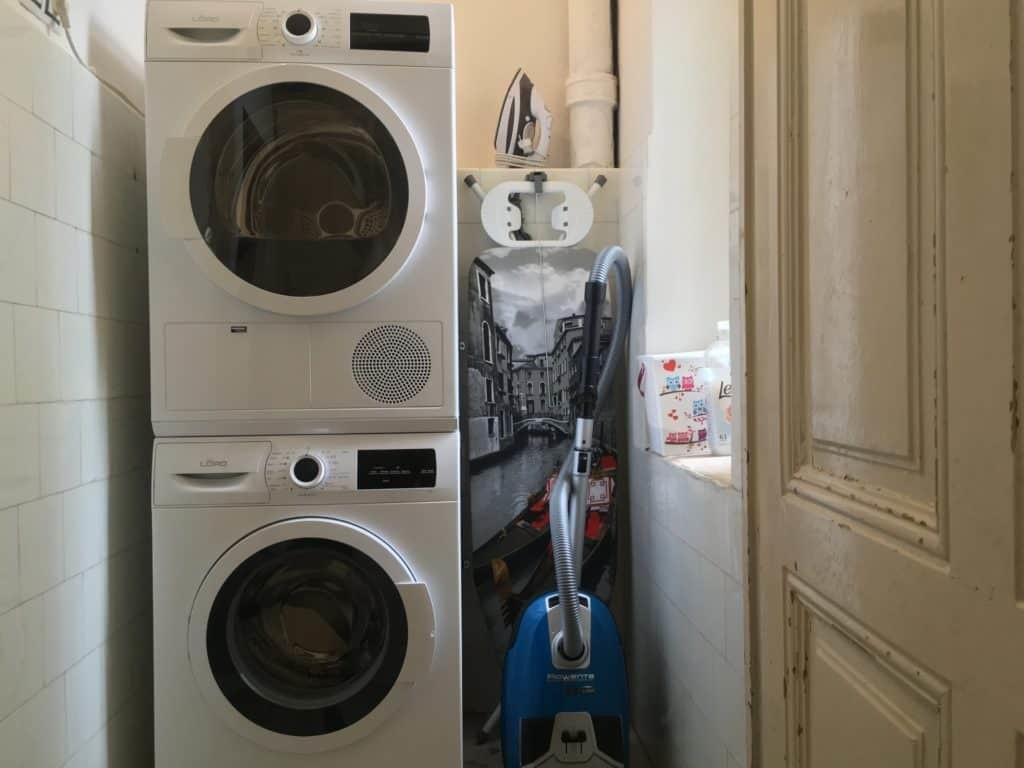 Marienbad Apartment Yard View washing machine and dryer