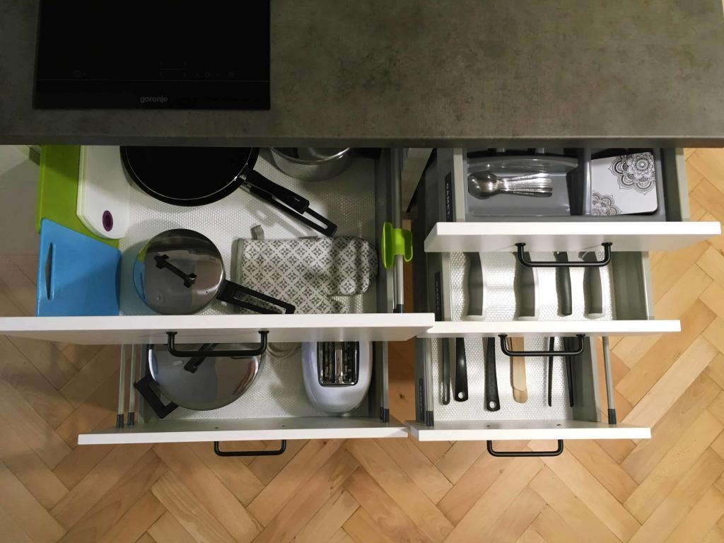 Marienbad Apartment Yard View kitchen equipment