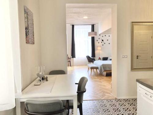 Marienbad Apartment kuchyně obývací pokoj